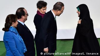 Frankreich Cop21 Klimagipfel in Paris - Ban Ki-moon & Masoumeh Ebtekar (picture-alliance/AP Images/L. Venance)