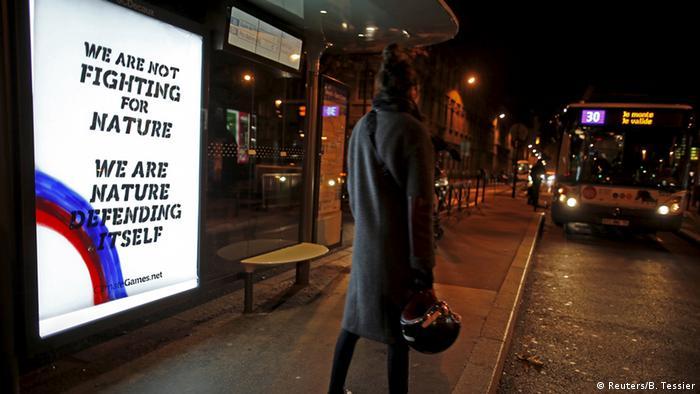 Plakat für mehr Umweltschutz in Paris (Foto: Reuters)