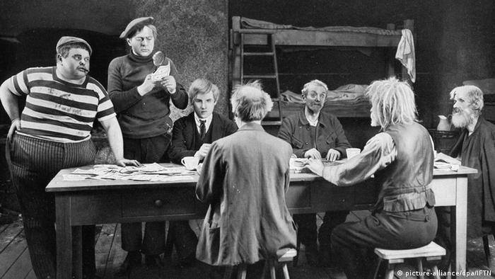 Film still 'Dr. Mabuse': Men sitting around a table