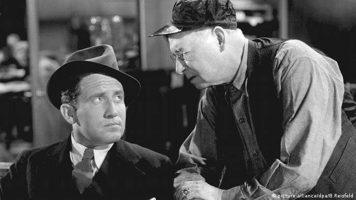 Film still 'Fury': Actor Spencer Tracy (l) and another man