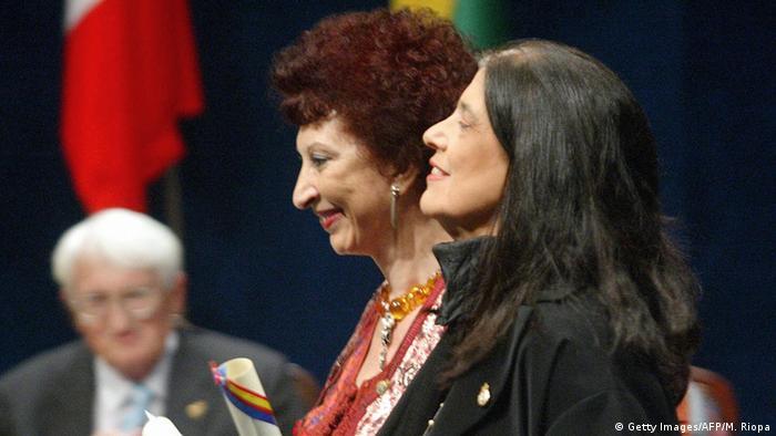 Mit Susan Sontag (r.) bekam Mernissi 2003 den Prinz-von Asturien-Preis für Geisteswissenschaften und Literatur