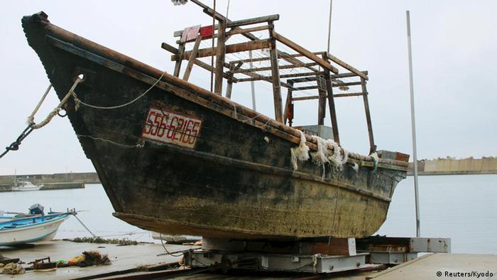 Japan Holzboote mit Leichen an der Küste gefunden