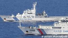 Japanische und Chinesische Küstenwachschiffe vor den umstrittenen Senkaku-Inseln (Getty Images/AFP/Y. Shimbun)