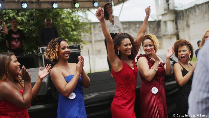 Rio de Janeiro Brasilien Gefängnisinsassinnen weibliche Häftlinge Schönheitswettbewerb