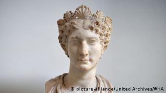 Από την Αγριπίννα τη Νεότερη πήρε η Κολωνία τη ρωμαϊκή της ονομασία Colonia Claudia Ara Agrippinensium
