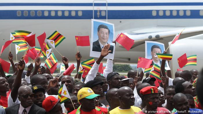 Simbabwe Harare Besuch Xi Jinping (picture-alliance/AP Photo/T. Mukwazhi)