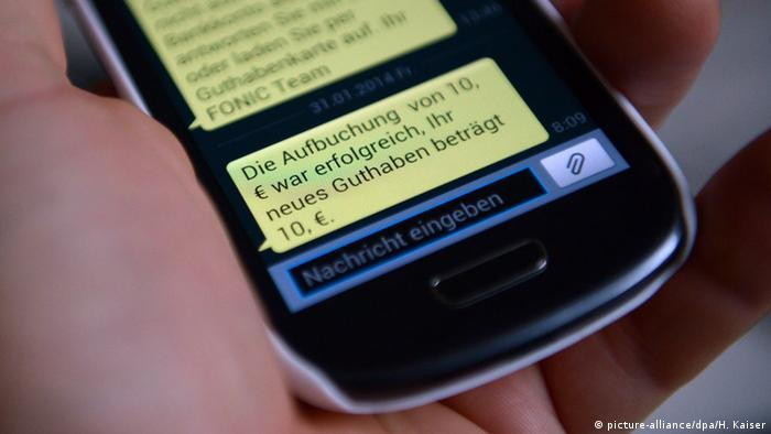 Mobile phone prepay message (picture-alliance/dpa/H. Kaiser)