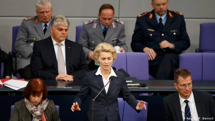 Ursula von der Leyen im Bundestag während der Debatte über den Einsatz deutscher Aufklärungs-Tornados über Syrien, Foto: Reuters