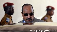 November 10, 2014 Bildunterschrift:Mauritanian President and African Union Chairman Mohamed Ould Abdel Aziz leaves on November 10, 2014 Ouagadougou airport. Aziz came to Burkina Faso for urgent talks on the country's political transition following the ouster of veteran President Blaise Compaore on October 31. Getty Images/AFP/I. Sanogo