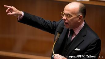 Ο γάλλος υπ. Εσωτερικών Καζνέβ ζήτησε την επέκταση της αποθήκευσης