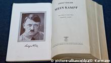 ARCHIV - Eine historische Ausgabe von Hitlers «Mein Kampf», aufgenommen am 18.06.2012 im Dokumentationszentrum Reichsparteitagsgelände in Nürnberg (Mittelfranken). Foto: Daniel Karmann/dpa (zu dpa Umfrage: Mehrheit gegen Veröffentlichungsverbot für «Mein Kampf» vom 12.11.2015) +++(c) dpa - Bildfunk+++ Copyright: picture-alliance/dpa/D. Karmann