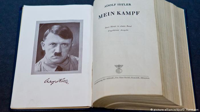 Eine Orignal-Ausgabe von Adolf Hitlers Buch Mein Kampf, aufgenommen am 18.06.2012 im Dokumentationszentrum Reichsparteitagsgelände in Nürnberg