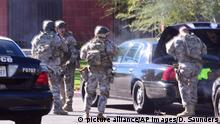 A swat team arrives at the scene of a shooting in San Bernardino, Calif. on Wednesday, Dec. 2, 2015. Police responded to reports of an active shooter at a social services facility. (Doug Saunders/Los Angeles News Group via AP) MANDATORY CREDIT; Copyright: picture alliance/AP Images/D. Saunders
