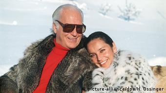 Curd Jürgens mit seiner fünften Ehefrau Margie Schmitz (Foto: picture-alliance/dpa/H. Ossinger)