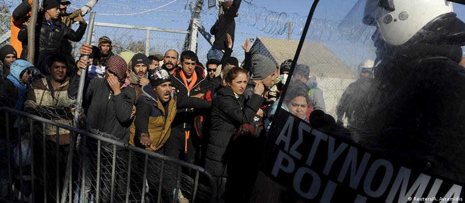 Após morte, polícia entra em choque com migrantes