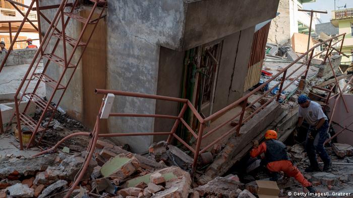 Nepal Erdbeben Rettungsaktion in Kathmandu (Foto: Getty Images/J. Gratzer)