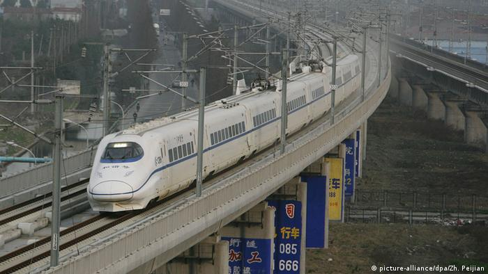 Zug China (picture-alliance/dpa/Zh. Peijian)
