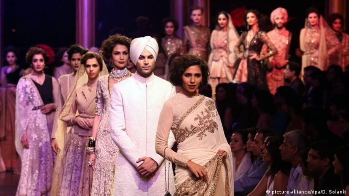 Mumbai Sabyasachi Mukherjee Fashion Show (picture-alliance/dpa/D. Solanki)