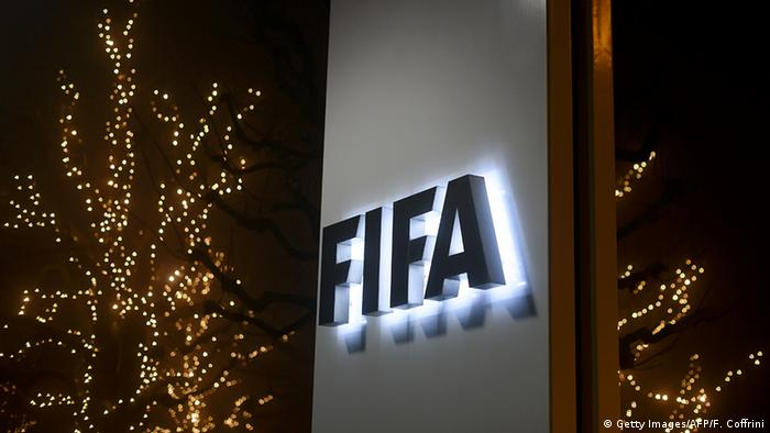 Schweiz Logo FIFA in Zürich Gebäude (Getty Images/AFP/F. Coffrini)