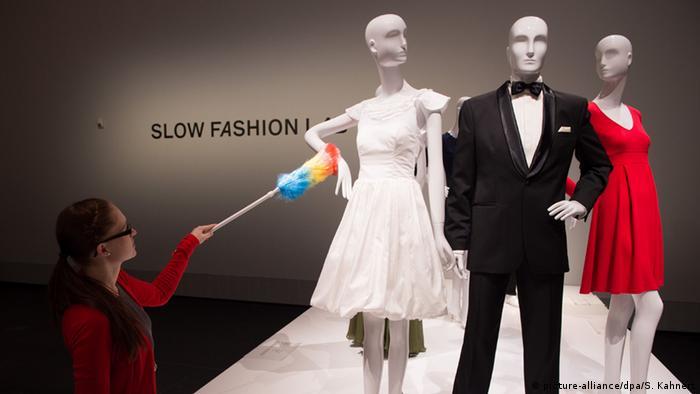 Ausstellung Fast Fashion - Die Schattenseiten der Mode im Hygiene Museum Dresden (picture-alliance/dpa/S. Kahnert)