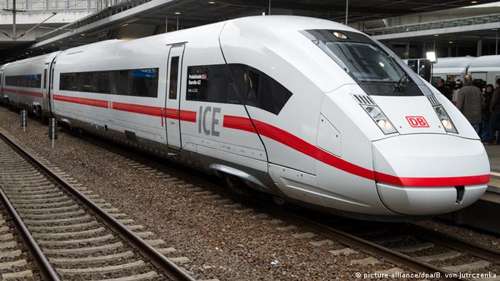 A Deutsche Bahn ICE high-speed train (picture-alliance/dpa/B. von Jutrczenka)
