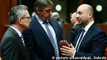 04 December 2015 epa05054002 German Interior Minister Thomas de Maiziere (L), Belgian Interior Minister Jan Jambon (C) and Luxembourg Vice Prime Minister Etienne Schneider at the start of Justice and Home Affairs Council in Brussels, Belgium, 04 December 2015. Justice ministers will try to reach agreement on a regulation establishing a European public prosecutor's office. They will also have a general discussion on the consequences of the invalidation of the Data Retention Directive. picture-alliance/dpa/L. Dubrule