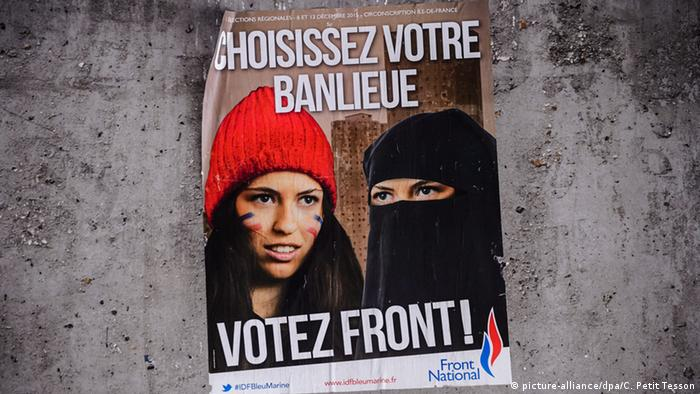 Frankreich Wahlplakat Front National in Paris (Foto: picture-alliance/dpa/C. Petit Tesson)