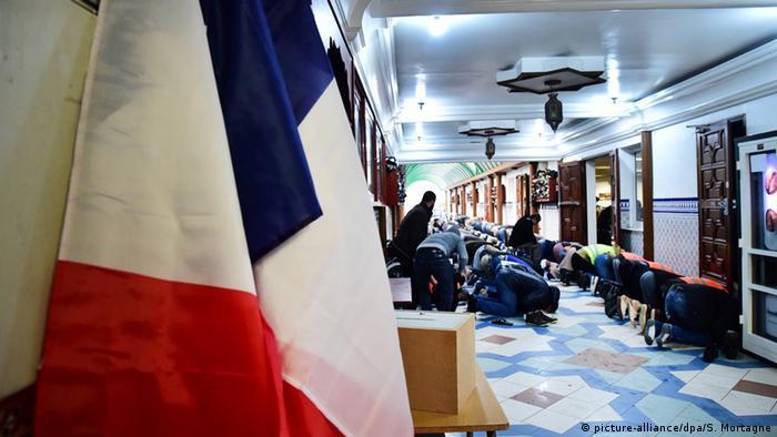 Во время молитвы в мечети в Лилле