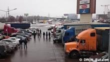 In Russland protestieren die LKW-Fahrer gegen das neue Mautsystem für Fernstraßen. Am Freitag, den 4. Dezember versuchten die aufgebrachten Fahrer eine Protestaktion auf der Moskauer Ringautobahn zu organisieren, aber die Verkehrspolizei schaffte es die Aktion zu sabotieren; Copyright: DW/N. Batalow