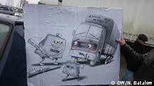 Russland Fernfahrer mit einem selbstgemachten Plakat gegen das neue Mautsystem