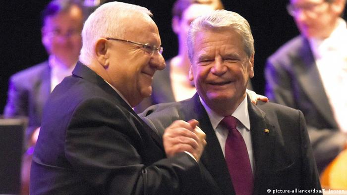 Bundespräsident Joachim Gauck und Staatspräsident Reuven Rivlin in Israel - Foto: picture-alliance/dpa/R. Jensen