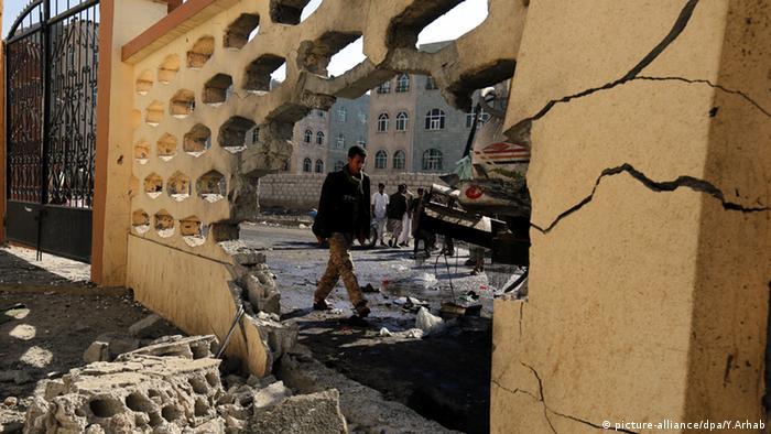 Sanaa Jemen Selbstmordanschlag Moschee Zerstörung (picture-alliance/dpa/Y.Arhab)