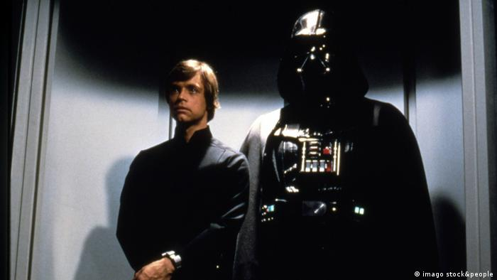 Star Wars Darth Vader and Luke Skywalker (imago stock&people)