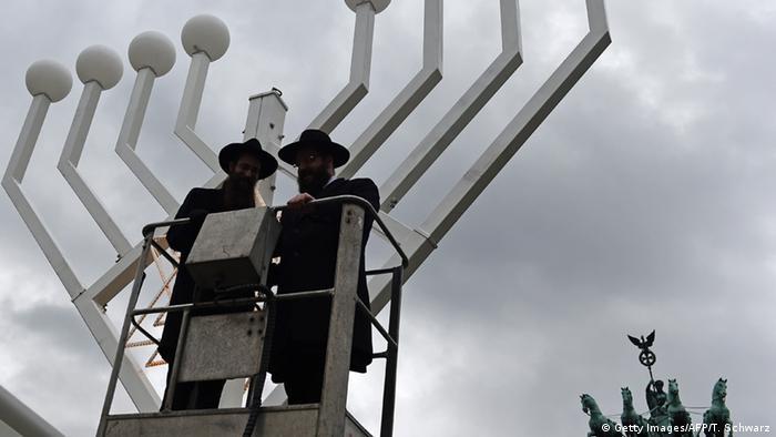 Deutschland Chanukka Leuchter Brandenburger-Tor 2015
