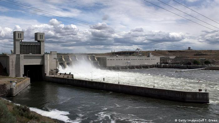 Ice Harbor Lock and Dam on the lower Snake River in Washington (Photo: Getty Images/Jeff T. Green)