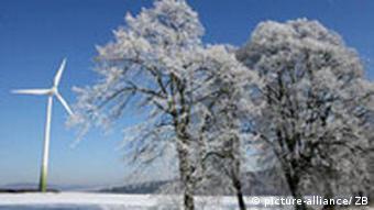 BdT Winterlandschaft mit Windrad bei Eisenach