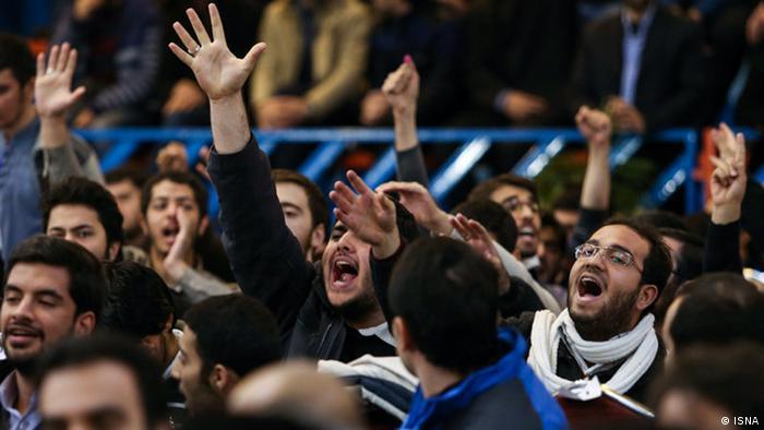 در جریان سخنرانی روحانی در دانشگاه شریف له و علیه خاتمی شعار داده شد