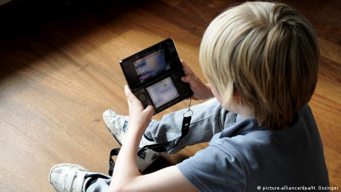 Dijete s igračkom Nintendo