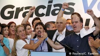 Venezuela Wahlen Lilian Tintori Opposition Jubel Wahlsieg (Reuters/C. Rawlins)