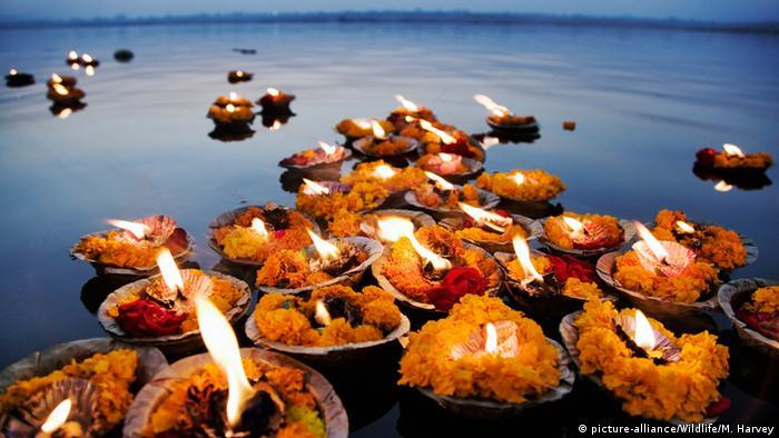 Indien Religiöse Zeremonie am Ganges