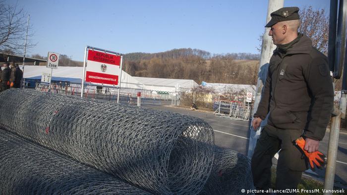 Österreich Spielfeld Grenze Slowenien Aufbau Grenzzaun