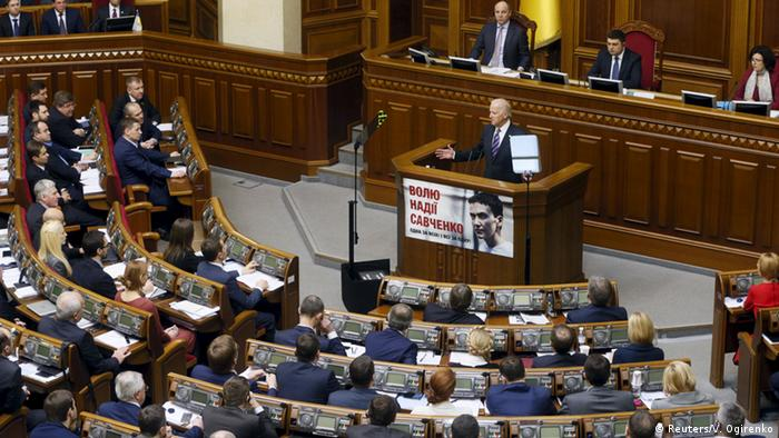 Biden spricht im Dezember 2015 im ukrainischen Parlament