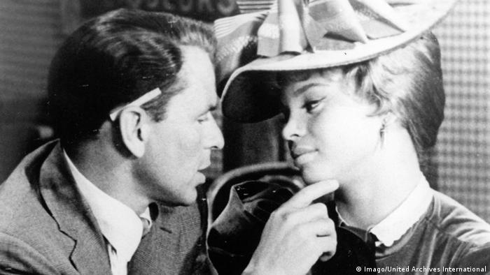Frank Sinatra US Sänger und Schauspieler mit Juliet Prowse