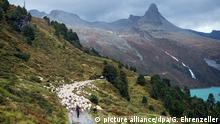 Bildergalerie Heidis Welt FILE - Some 650 sheep are driven down to the valley after a summer on the alp in Vals, canton of Grisons, Switzerland, 17 September 2015. EPA/GIAN EHRENZELLER +++(c) dpa - Bildfunk+++ Copyright: picture alliance/dpa/G. Ehrenzeller