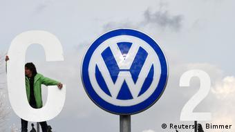 Deutschland VW Logo als CO2 Symbolbild Abgas-Skandal