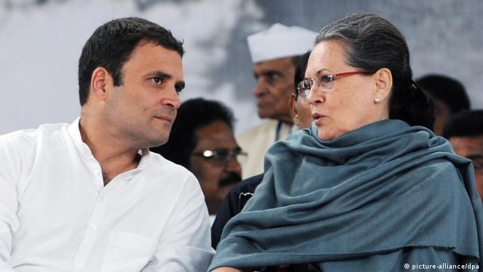 India - Sonia Gandhi, Rahul Gandhi (picture-alliance/dpa)