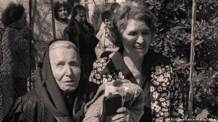 Bulgarien Vangelia Gushterova bekannt als Baba Wanga Hellseherin (picture-alliance/epa/V. Gilotay)