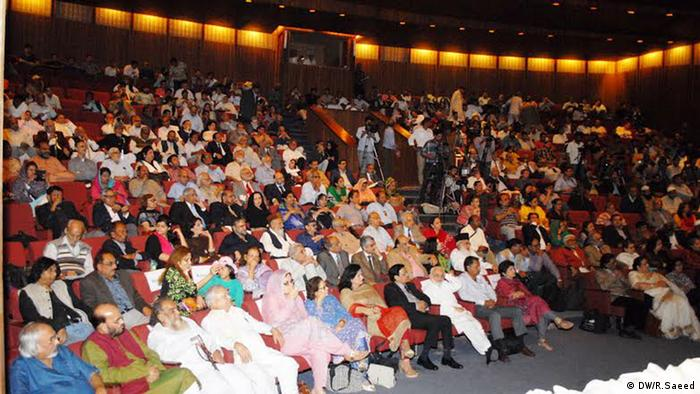 Pakistan Karachi 8th Annual Urdu Conference (DW/R.Saeed)
