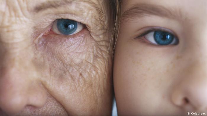 Symbolbild Großeltern und Enkelkinder
