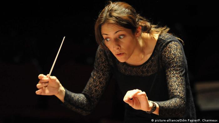Alondra de la Parra mexikanische Dirigentin (picture-alliance/Ddm Papier/F. Charmeux)